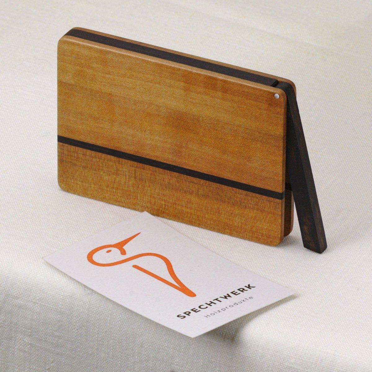 Kreditkartenetui Modell »Helene« aus Birnenholz. Handgefertigt in Deutschland. Abgerundete Form für Kartengröße 55x85mm und 55x90mm.