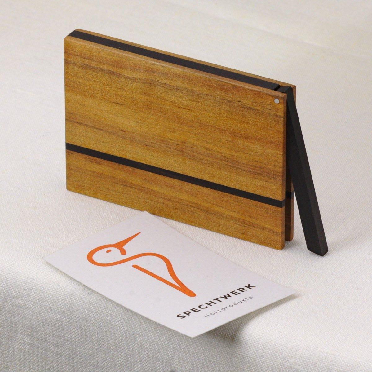 Kreditkartenetui Modell »Helene« aus Birnenholz. Handgefertigt in Deutschland. Kantige Form für Kartengröße 55x85mm und 55x90mm.