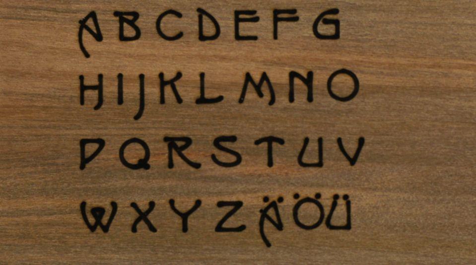 Laser Gravur Visitenkartenetui Schriftart von Hector Guimard