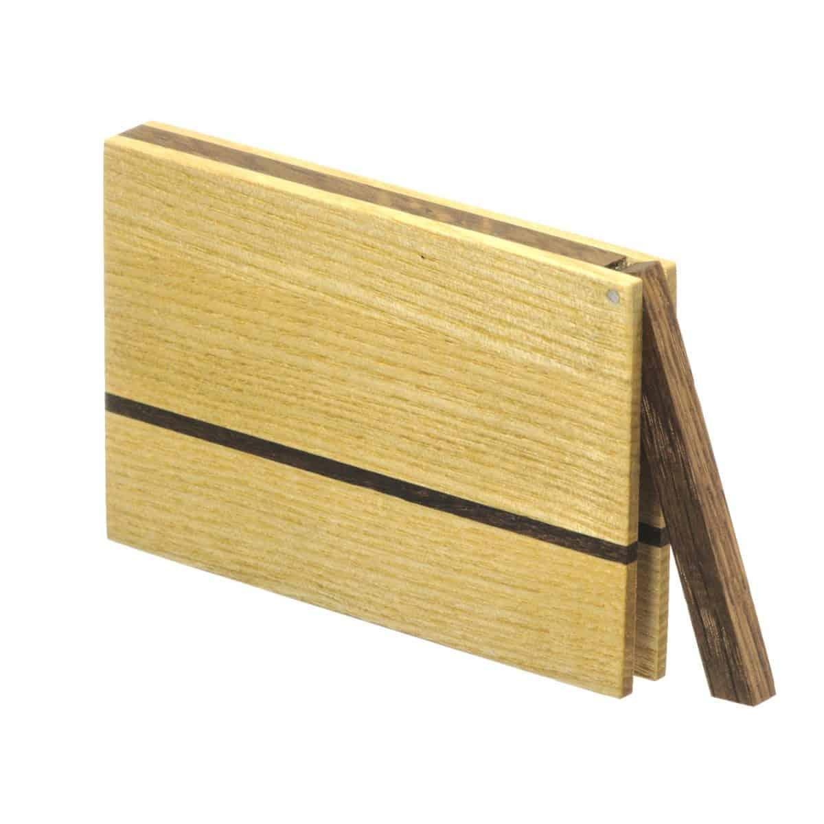 Visitenkartenetui aus Holz. Esche hell. Modell »Sophie« in kantiger Form