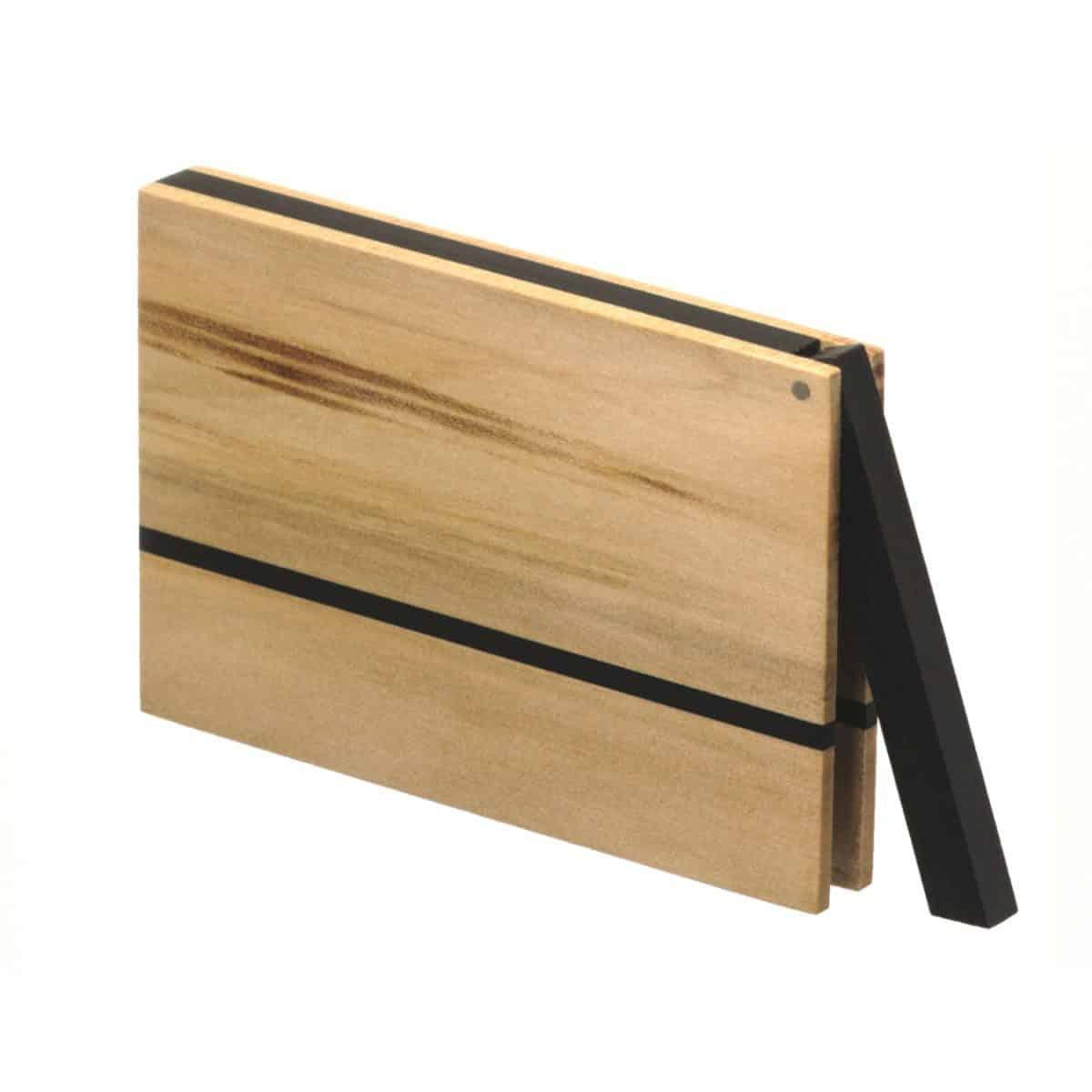 Visitenkartenetui aus Holz. Nussbaum Satin hell, Modell »Vita« in kantiger Form