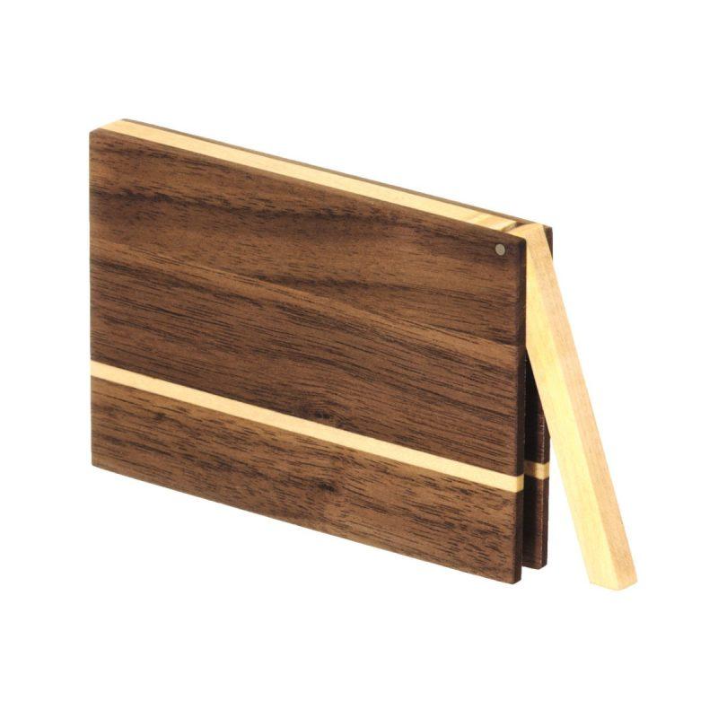 Visitenkartenetui aus Holz. Nussbaum dunkel. Modell »Akemi« in kantiger Form