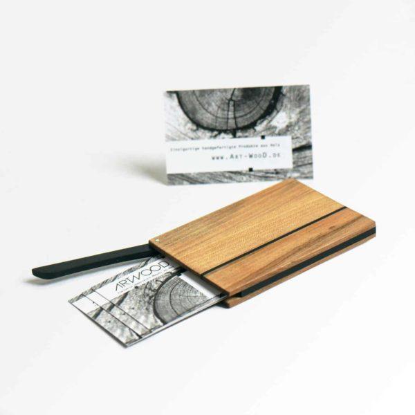 Visitenkartenetui »Vita Piccolo» aus Nussbaum Satin Holz und geoelter Oberflaeche