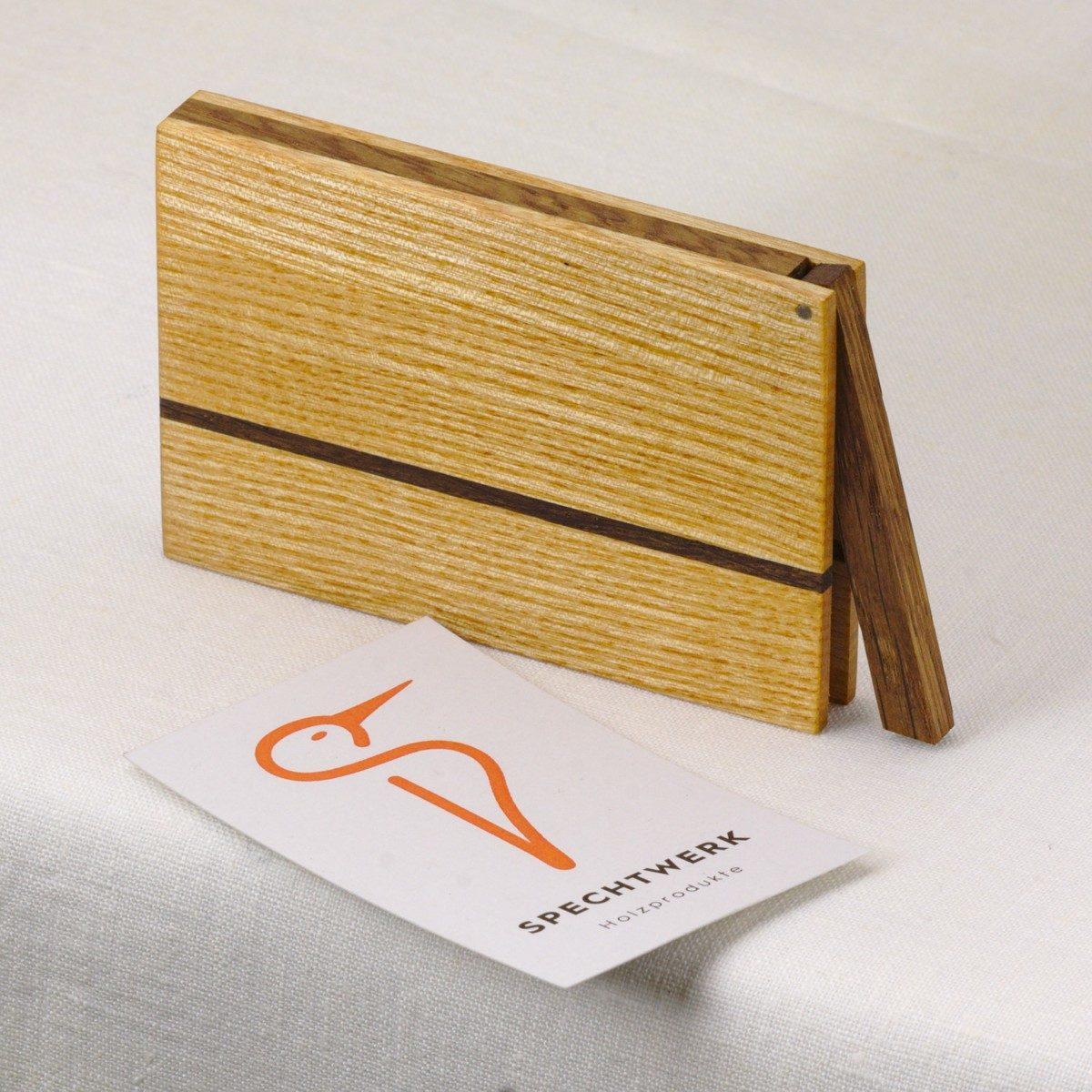 Visitenkartenetui Modell »Sophie« aus Eiche und Eschen Holz. 100% einheimische Holzarzen. Handgefertigt in Deutschland. Kantige Form für Kartengroesse 55x85mm und 55x90m.