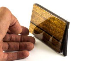 Die Schellack Oberflaeche ist eine tradionelle Handwerkskunst