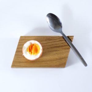 Die Formgestalt des Eierbechers »æichen« aus Eichenholz
