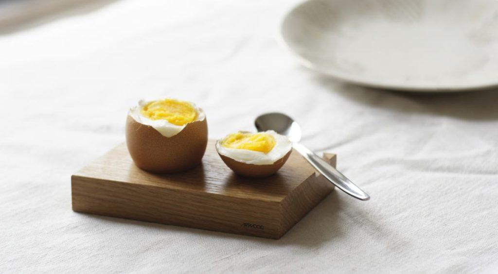 Eierbecher aus Holz. Eiche Natur. Mit Loeffel.