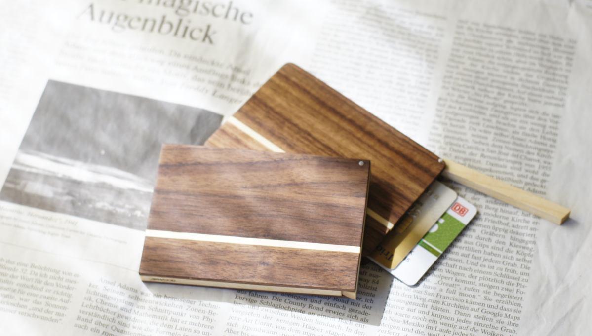 kreditkartenetui-holz-nussbaum-akemi