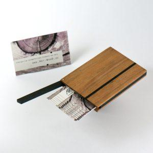 Kreditkartenetui und Visitenkartenetui Modell »Helene« aus europäischem Birnbaumholz mit Akzenten aus Ebenholz