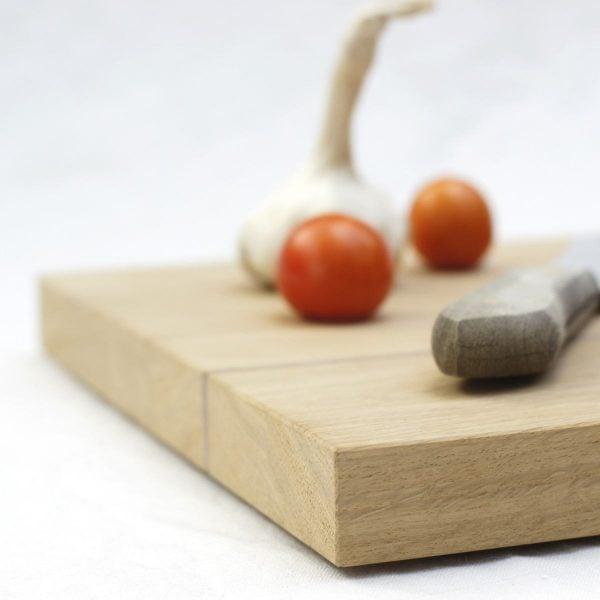 Schneidebrett aus Holz für die Küche. Eichenholz in Kombination mit Nussbaumholz. Modell »Clarissa«.