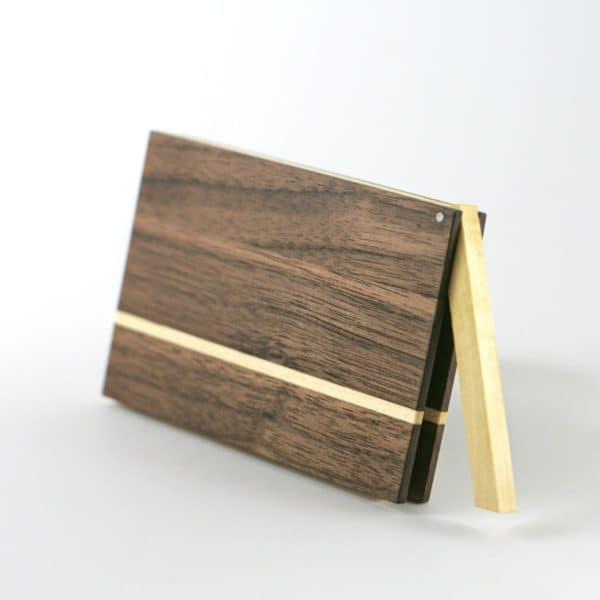 Visitenkartenetui »Akemi« aus Holz in dunkler Farbe