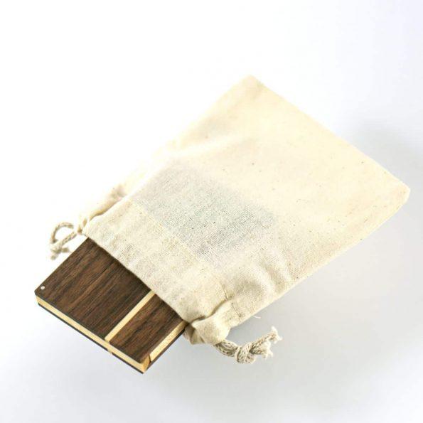 Visitenkartenetui »Akemi« mit Stoffbeutel der mit geliefert wird