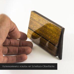 Visitenkartenetui aus amerikanischem Nussbaumholz mit hochglanz Schellackoberfläche