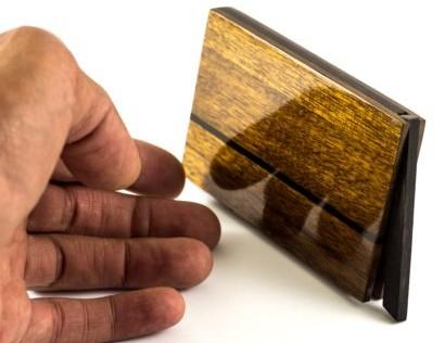 Schellack Politur auf dem Visitenkartenetui Vita Noire