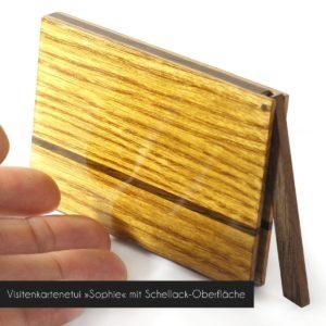Visitenkartenetui »Sophie« aus hellem Holz mit hochglanz Schellack-Oberflaeche