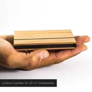 Das Visitenkartenetui »Zahira Grande« aus Zwetschgenholz hat ein Fassungsvermögen von ca. 10-15 Visitenkarten