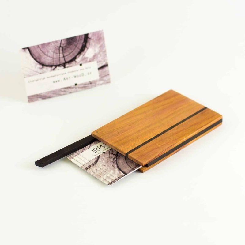 Visitenkartenetui Design aus Zwetschgenholz mit fantastischer Färbung, handgegfertigt in Deutschland