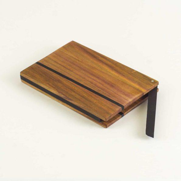 Visitenkartenetui Design aus farblich sehr abwechslungsreichen Zwetschgenholz hier die Version »Zahira Piccolo«